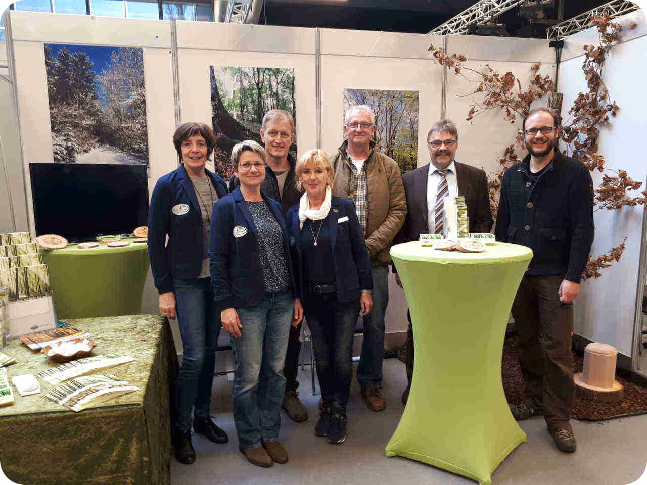 Team am Messestand vom RuheForst Hümmel